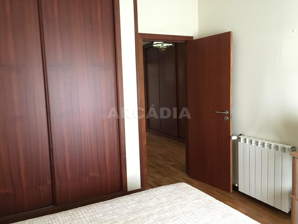 Moradia-em-Sao-Paio-de-Merelim-quarto-3-armarios-embutidos