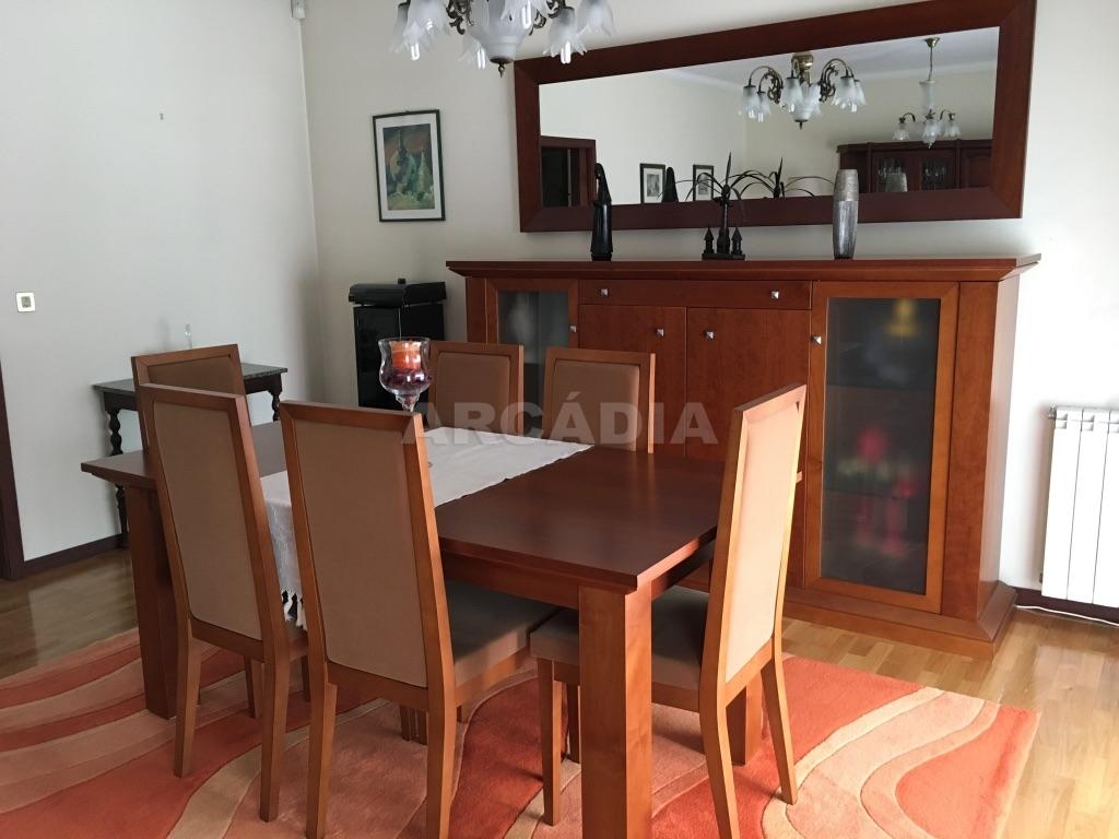 Moradia-em-Sao-Paio-de-Merelim-sala-de-jantar