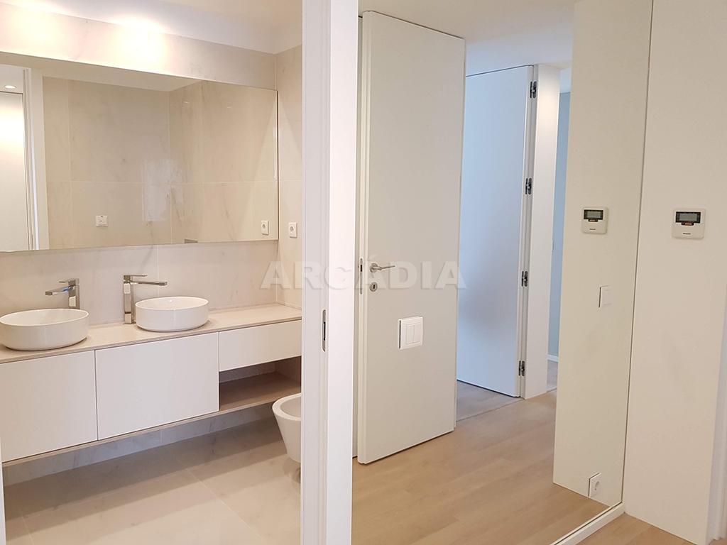 Apartamento-T3-Novo-de-Luxo-em-S-Joao-do-Souto-Ultimo-Piso-Arcadia-Imobiliaria-Suite-WC