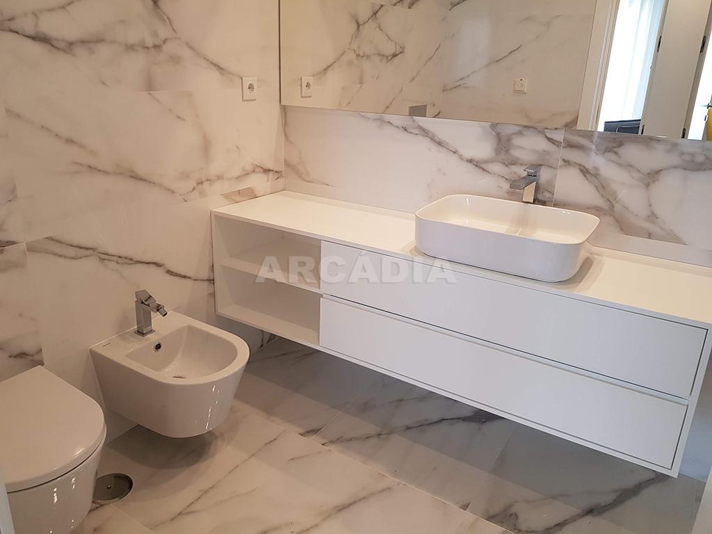 Apartamento-T3-Novo-de-Luxo-em-S-Joao-do-Souto-Ultimo-Piso-Arcadia-Imobiliaria-WC-media-ceramicos
