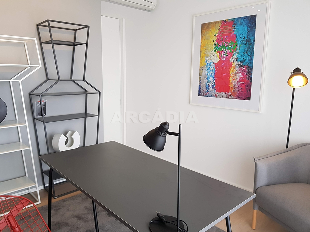 Apartamento-T3-Novo-de-Luxo-em-S-Joao-do-Souto-Ultimo-Piso-Arcadia-Imobiliaria-escritorio-1