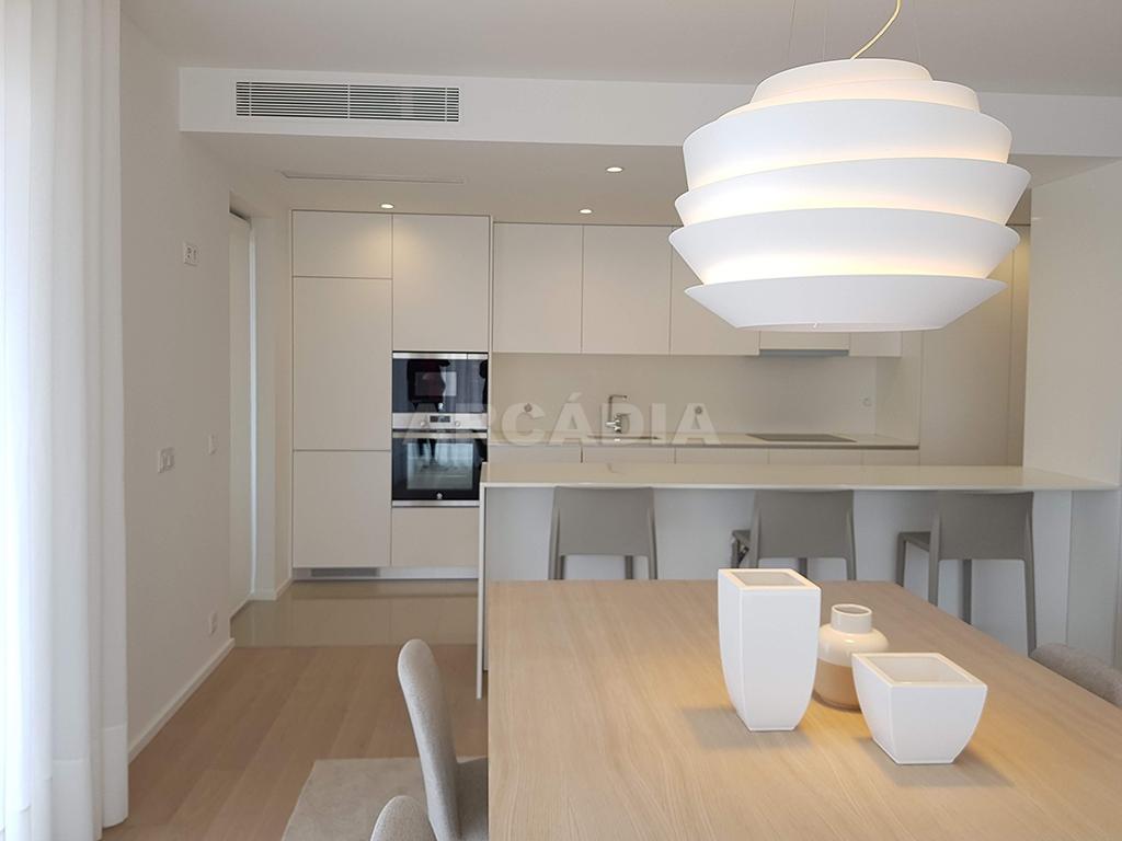 Apartamento-T3-Novo-de-Luxo-em-S-Joao-do-Souto-Ultimo-Piso-Arcadia-Imobiliaria-kitchenette