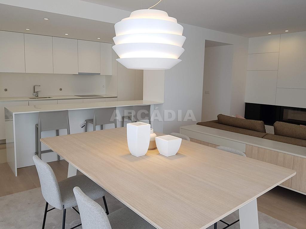 Apartamento-T3-Novo-de-Luxo-em-S-Joao-do-Souto-Ultimo-Piso-Arcadia-Imobiliaria-sala-de-jantar