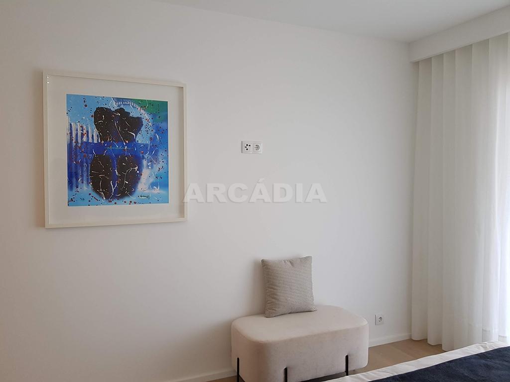 Apartamento-T3-Novo-de-Luxo-em-S-Joao-do-Souto-Ultimo-Piso-Arcadia-Imobiliaria-suite-decoracao