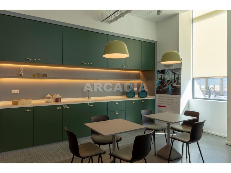 3-a-5-pessoas_Escritorio-No-Centro-da-Cidade-com-servicos-incluidos-Lounge-5
