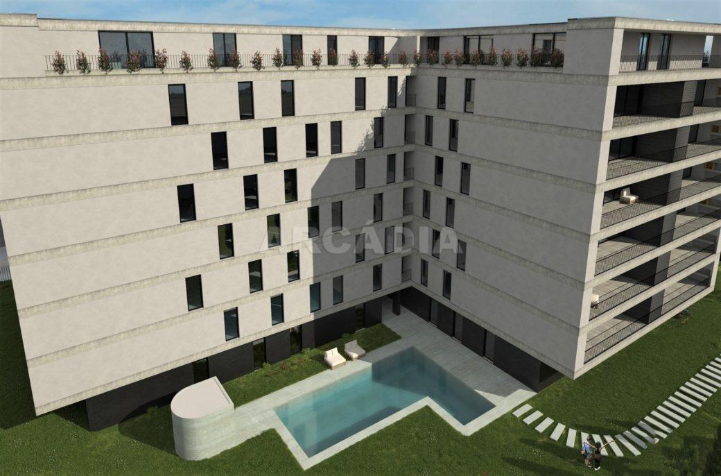Apartamento-T4-ecologico-e-sustentavel-em-real-exterior-compiscina-1
