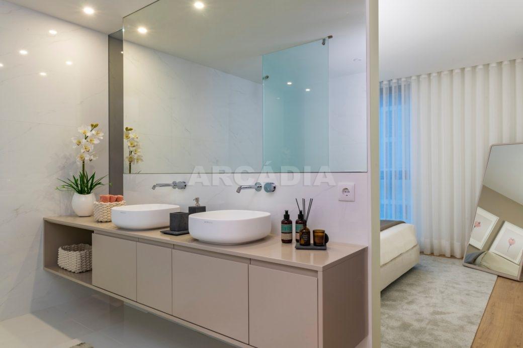 Apartamento-ecologico-e-sustentavel-em-real-exterior-wc-suite