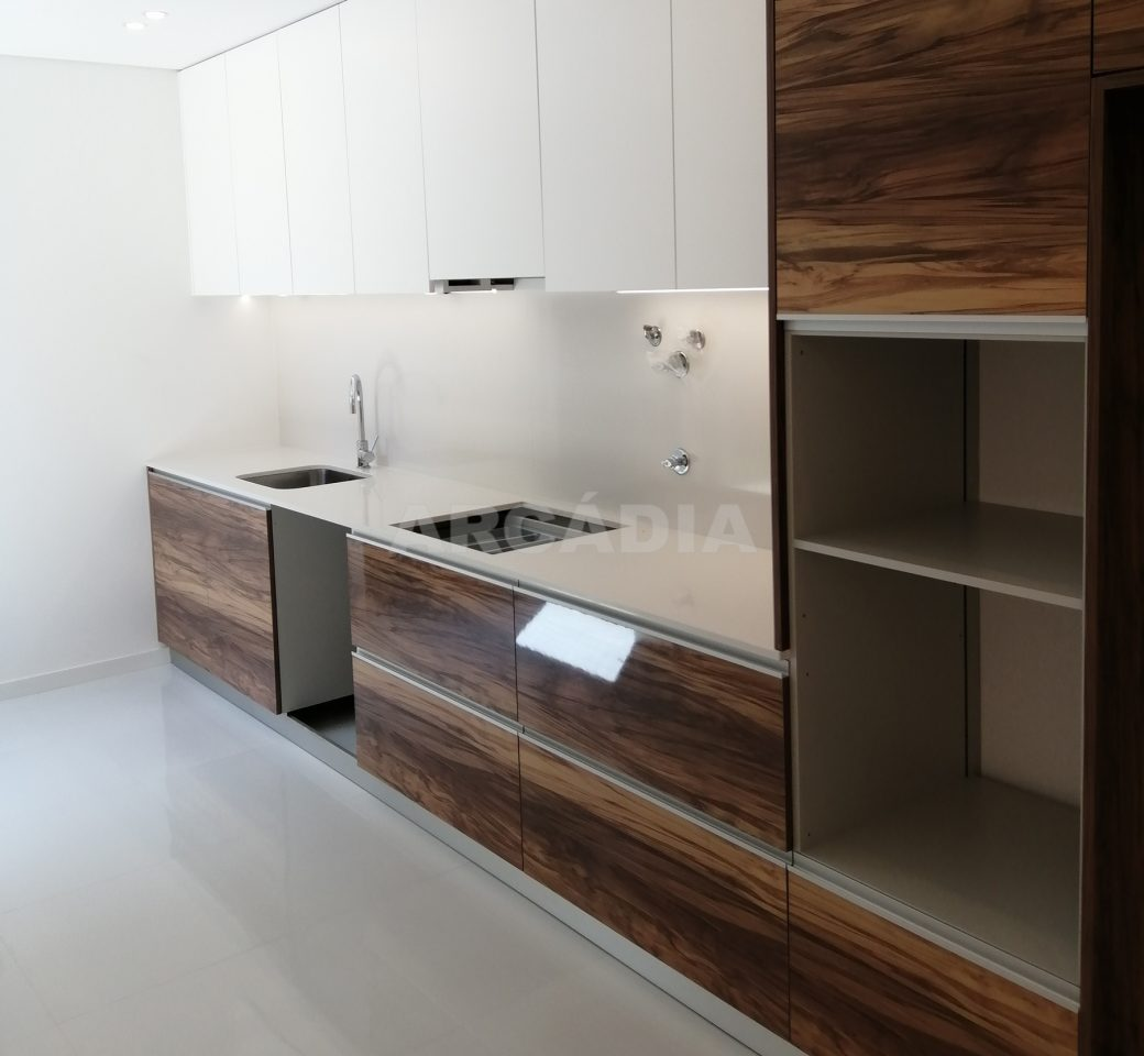 Moradia-no-Centro-da-Povoa-de-Varzim-cozinha