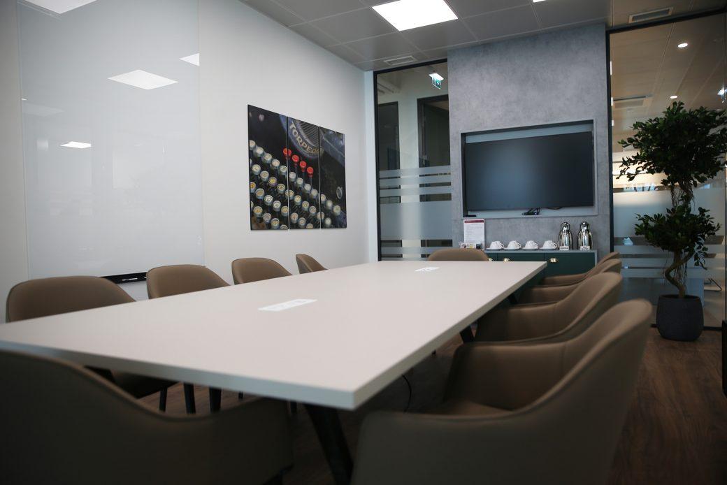 cowork_Escritorio-No-Centro-da-Cidade-com-servicos-incluidos-Sala-Reunioes-Cavado