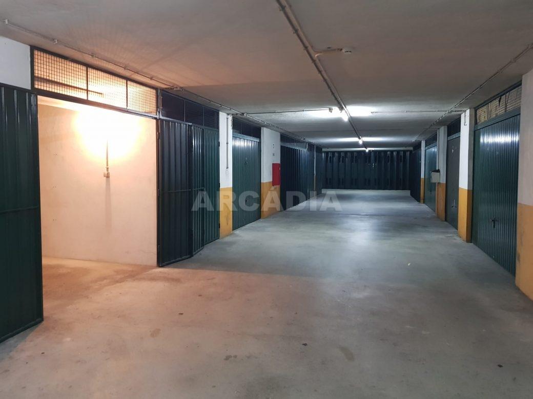 Apartamento-T2-Arrendar-no-Centro-da-Cidade-de-Braga-Totalmente-Mobilado-e-Equipado-Garagem-Portao