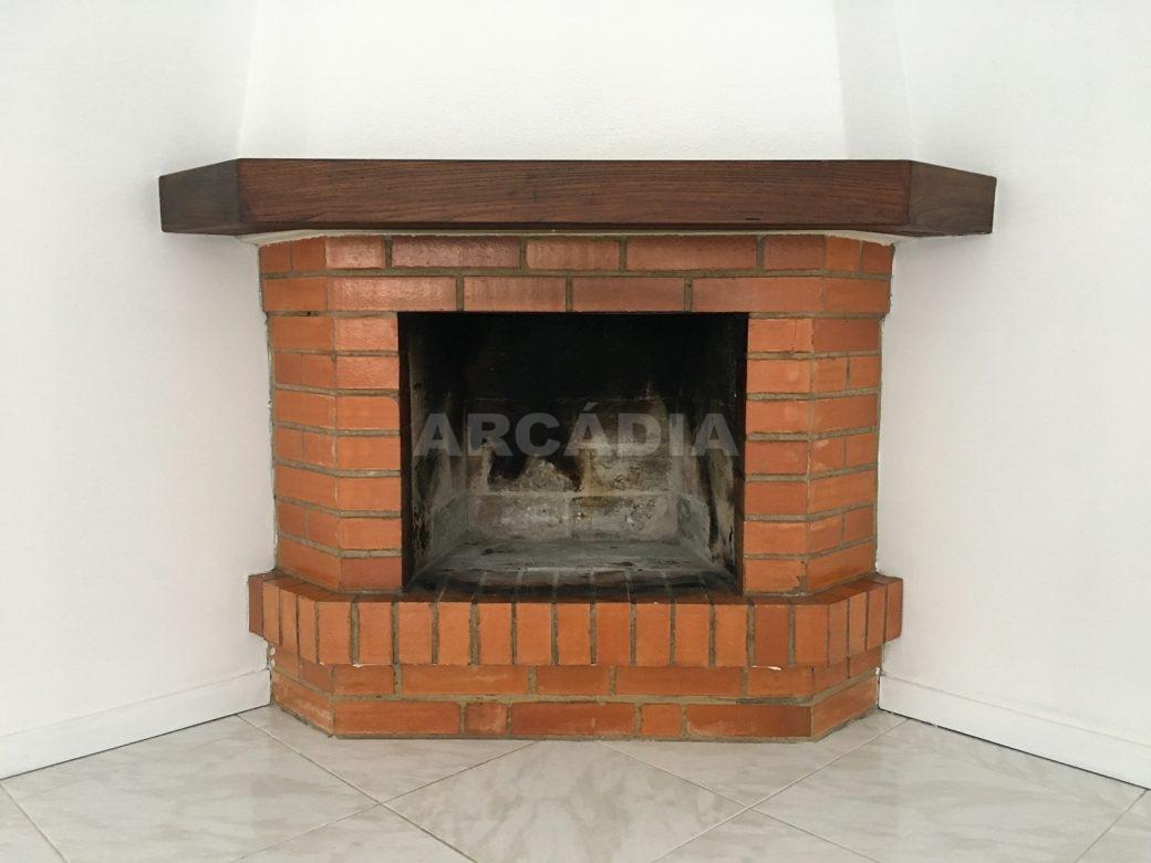 Apartamento-T2-Arrendar-no-Centro-da-Cidade-de-Braga-Totalmente-Mobilado-e-Equipado-Lareira-Detalhe
