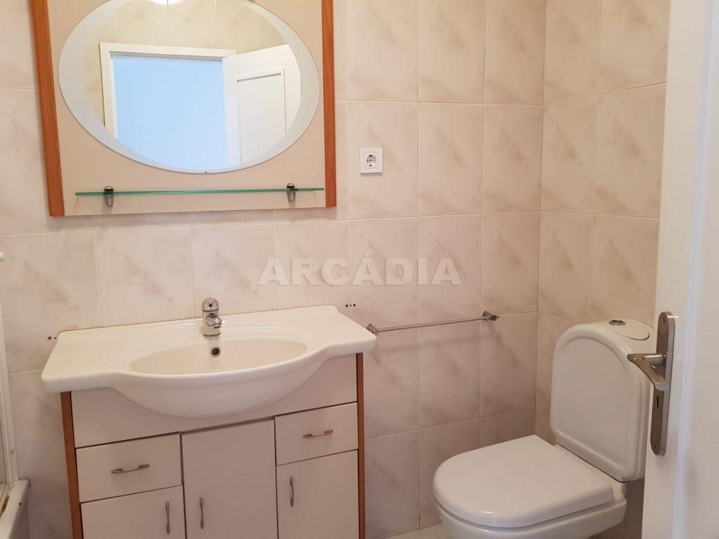 Apartamento-T2-Arrendar-no-Centro-da-Cidade-de-Braga-Totalmente-Mobilado-e-Equipado-WC
