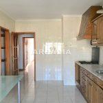 Apartamento-T3-Proximo-do-Braga-Parque-03-cozinha