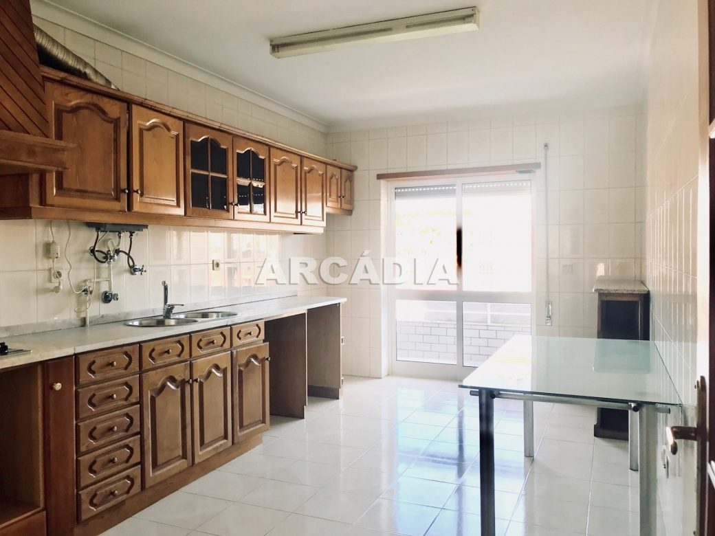 Apartamento-T3-Proximo-do-Braga-Parque-04-Cozinha