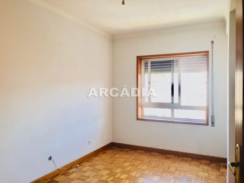 Apartamento-T3-Proximo-do-Braga-Parque-07-Quarto