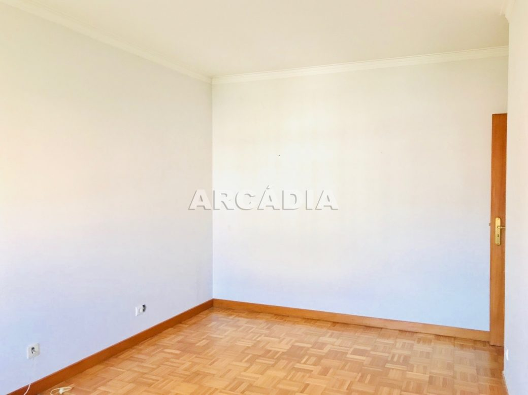 Apartamento-T3-Proximo-do-Braga-Parque-11-Quarto