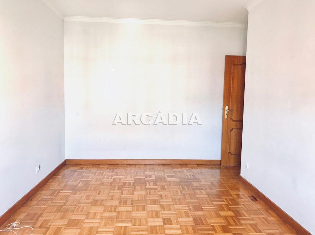 Apartamento-T3-Proximo-do-Braga-Parque-12-quarto