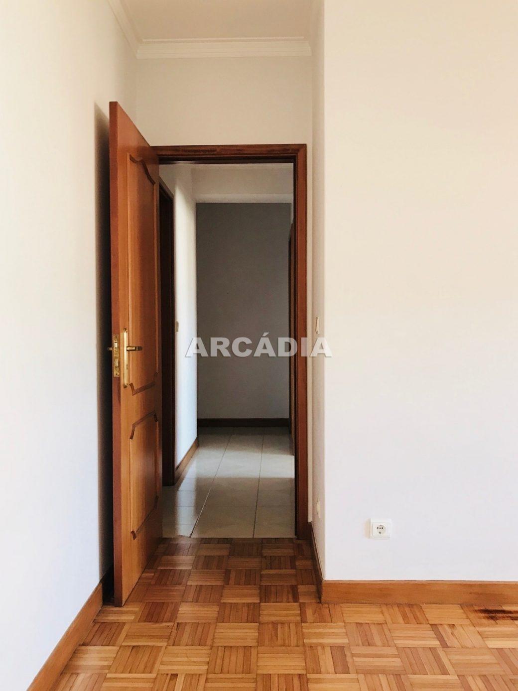 Apartamento-T3-Proximo-do-Braga-Parque-13-quarto
