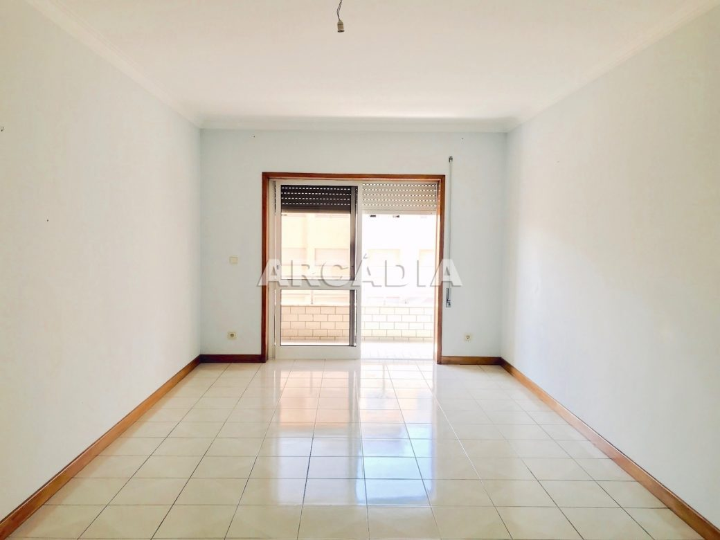 Apartamento-T3-Proximo-do-Braga-Parque-16-sala