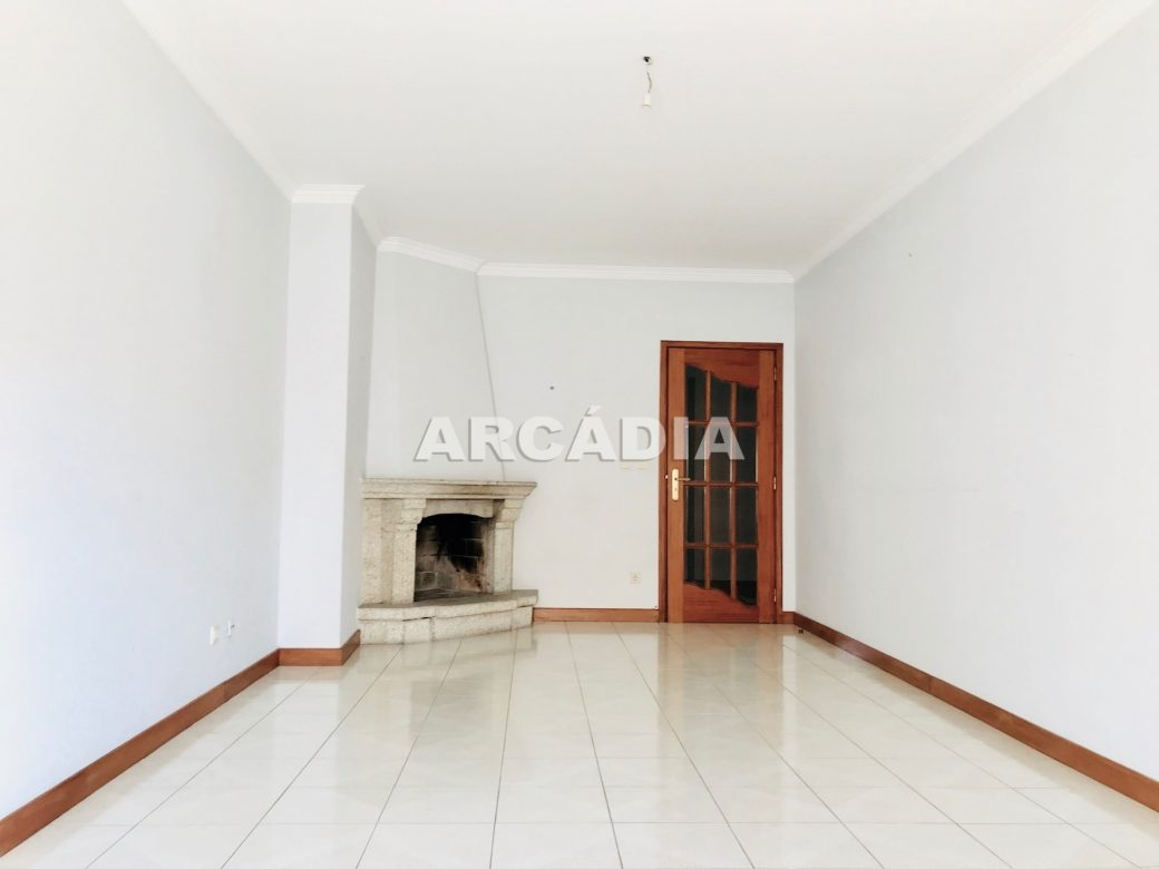 Apartamento-T3-Proximo-do-Braga-Parque-17-sala-com-lareira