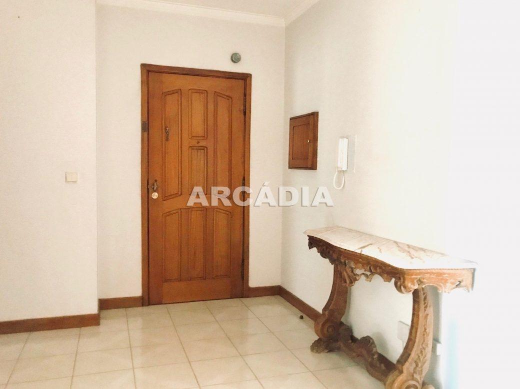 Apartamento-T3-Proximo-do-Braga-Parque-18-entrada