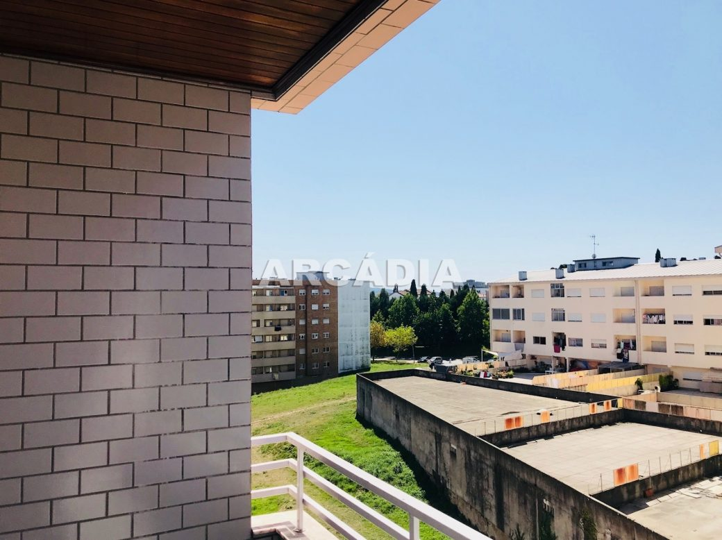 Apartamento-T3-Proximo-do-Braga-Parque-19-varanda-vistas