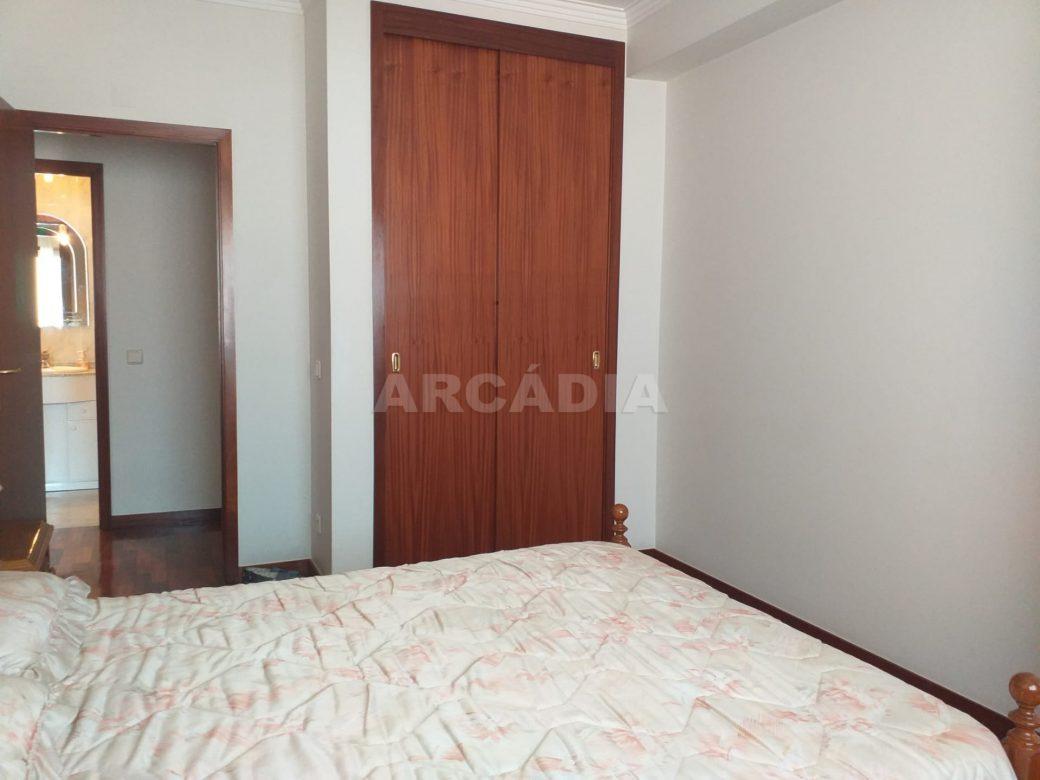 Arcadia-Imobiliaria-Apartamento-T2-Mobilado-e-Quarto