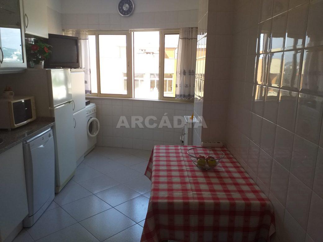Arcadia-Imobiliaria-Apartamento-T2-Mobilado-e-cozinha1