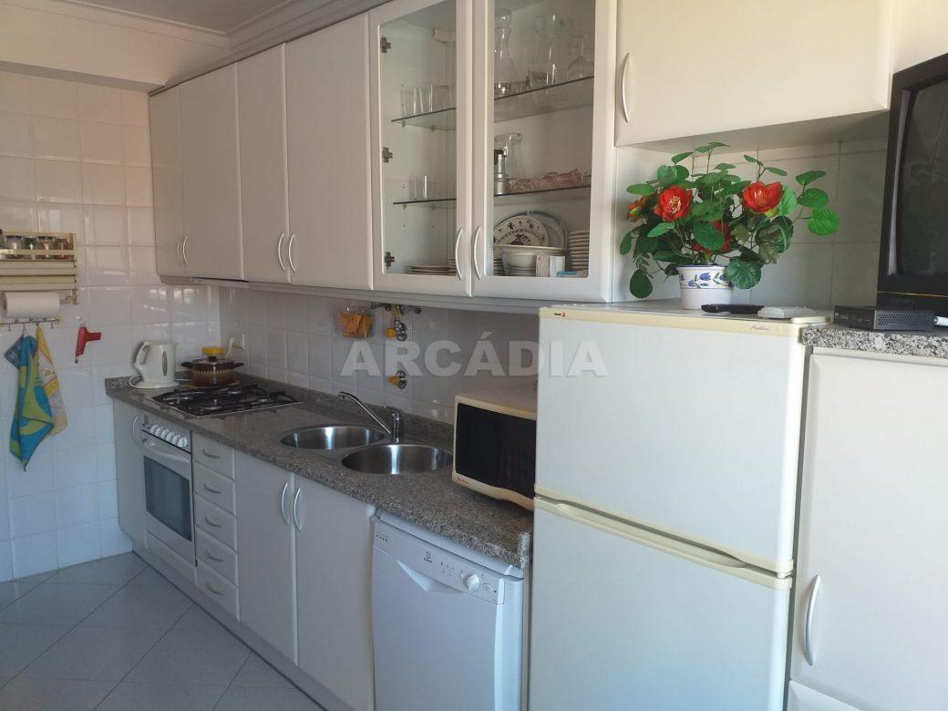 Arcadia-Imobiliaria-Apartamento-T2-Mobilado-e-cozinha2