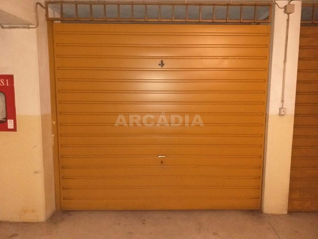 Arcadia-Imobiliaria-Apartamento-T2-Mobilado-e-garagem