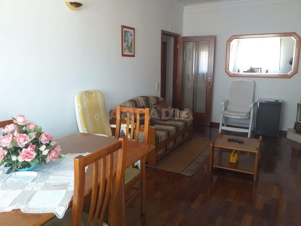 Arcadia-Imobiliaria-Apartamento-T2-Mobilado-e-sala