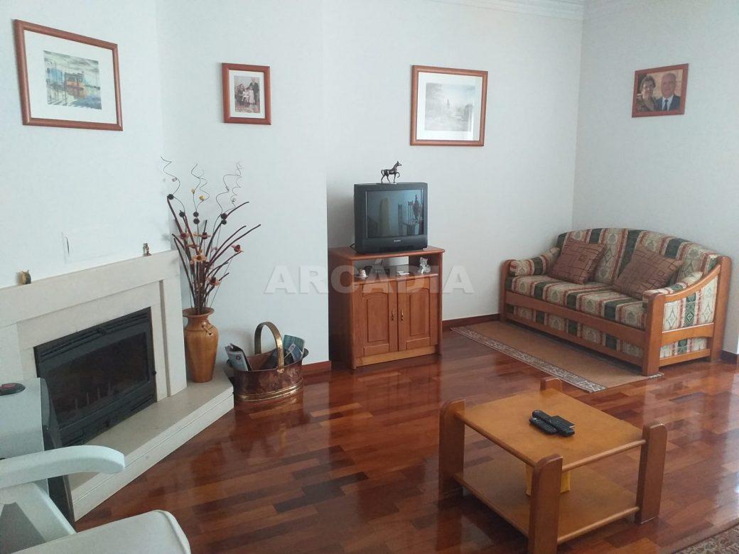 Arcadia-Imobiliaria-Apartamento-T2-Mobilado-e-salaprincipal