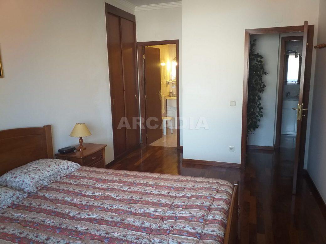 Arcadia-Imobiliaria-Apartamento-T2-Mobilado-e-suite