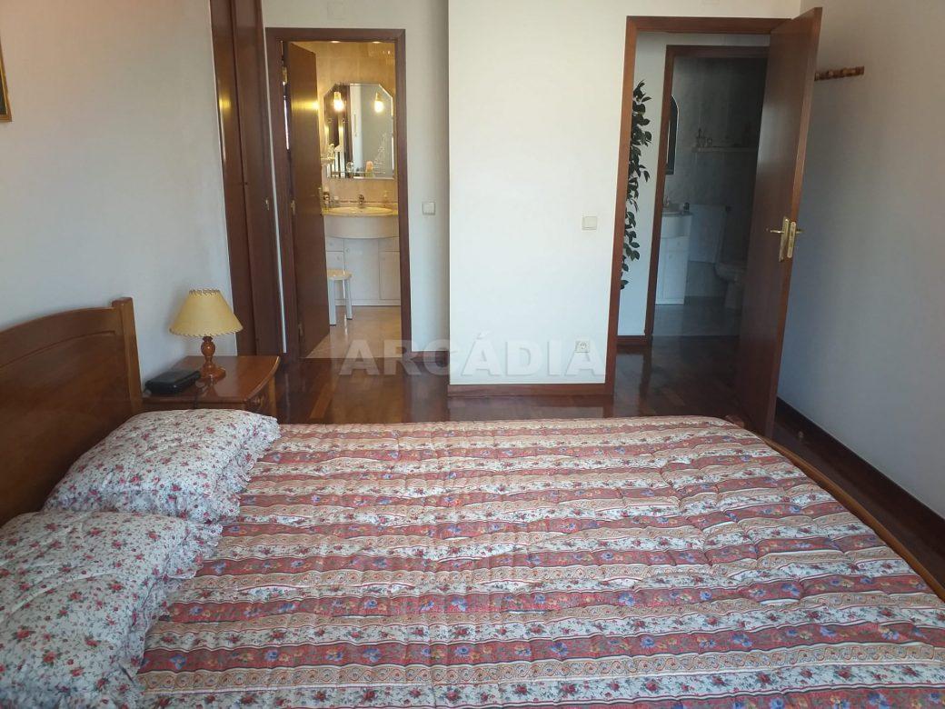 Arcadia-Imobiliaria-Apartamento-T2-Mobilado-e-suite1