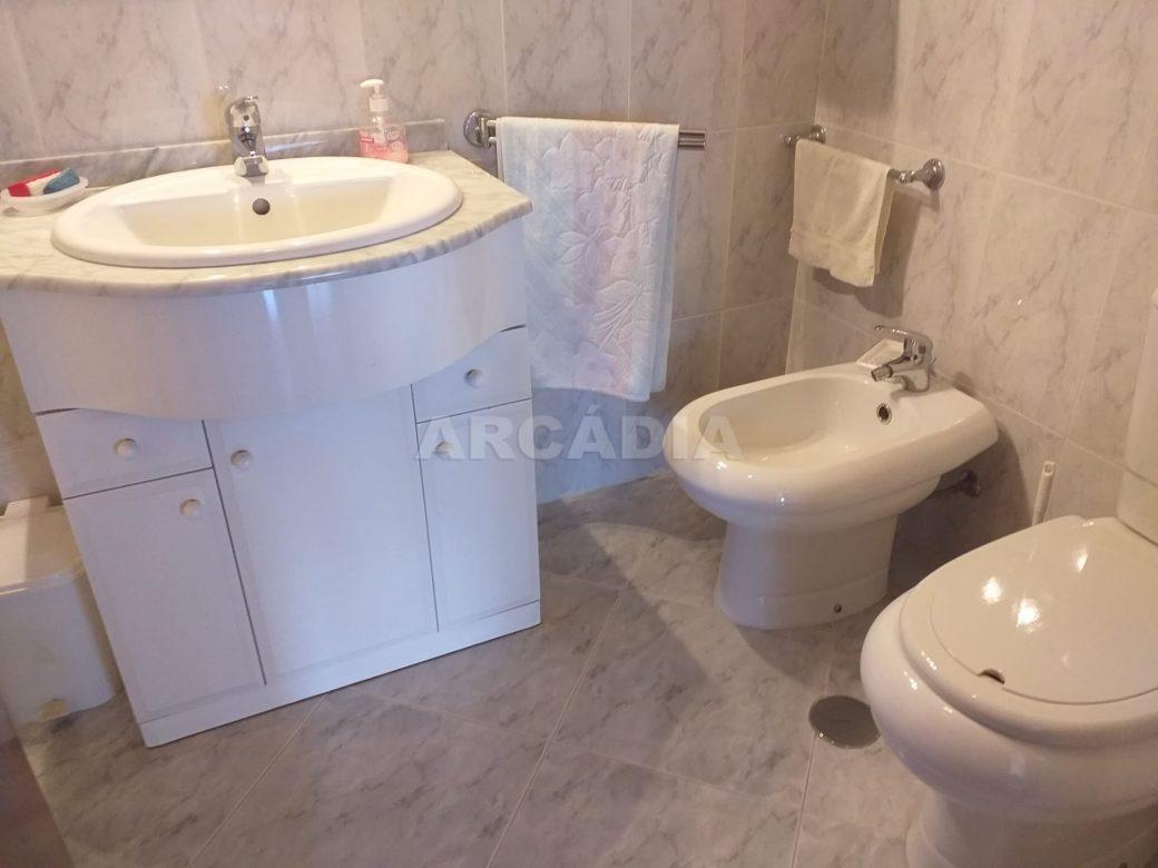 Arcadia-Imobiliaria-Apartamento-T2-Mobilado-e-wc-serviCo