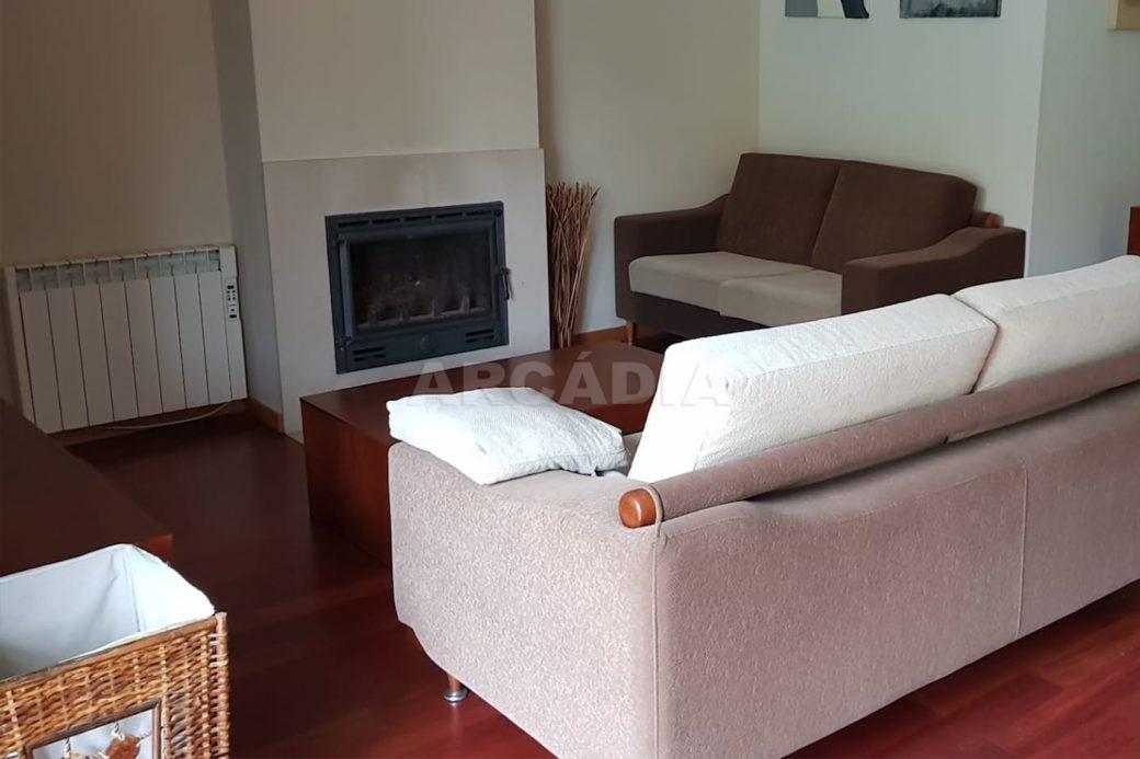 Apartamento-T3-Mobilado-a-5-Min-do-Centro-sala-sem-tv