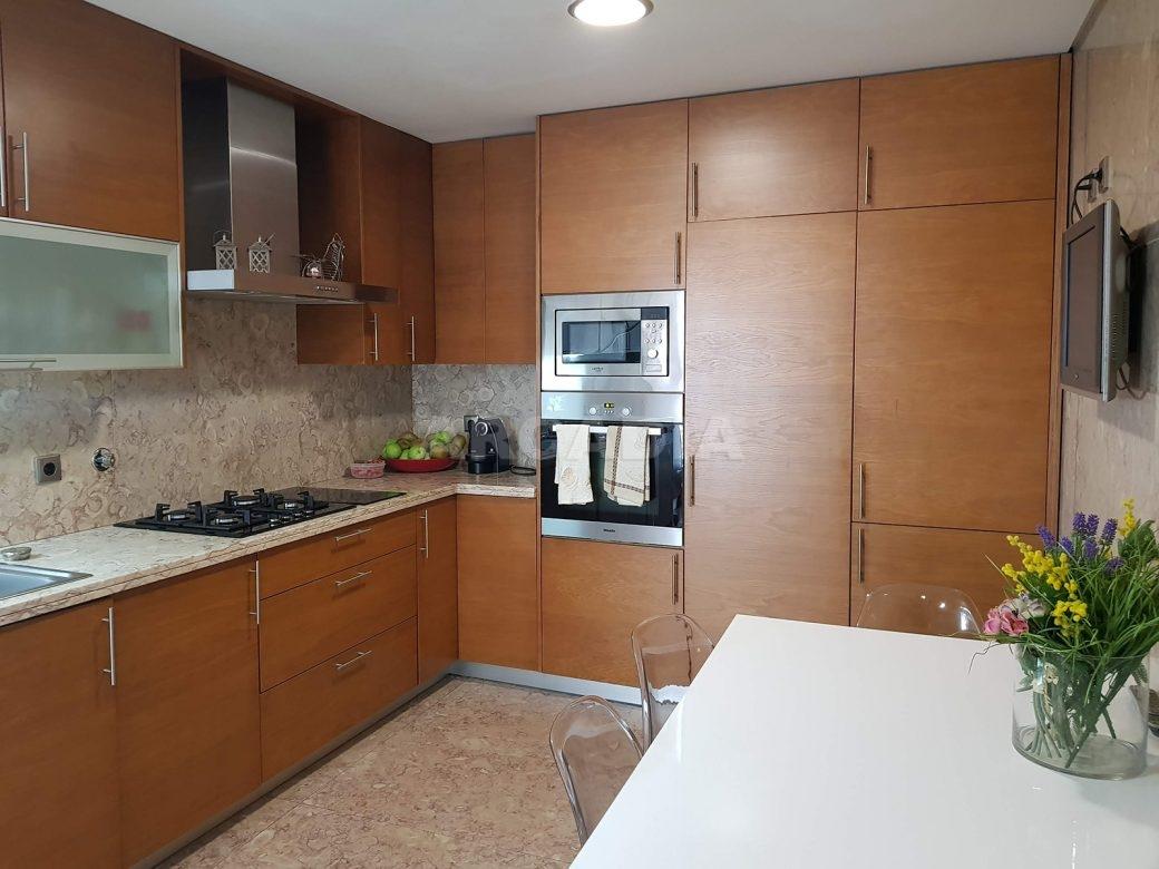 Apartamento-de-luxo-no-coracao-de-braga-cozinha-equipada