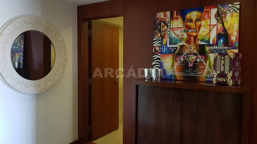 Apartamento-de-luxo-no-coracao-de-braga-hall-dos-quartos-wc-servico