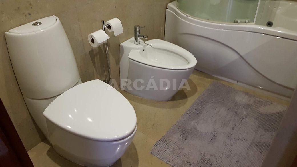 Apartamento-de-luxo-no-coracao-de-braga-suite-1-wc-sanitarios