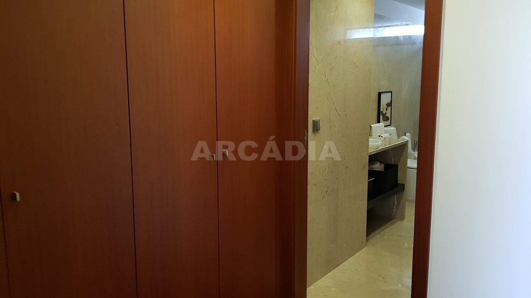 Apartamento-de-luxo-no-coracao-de-braga-suite-3-closet-wc
