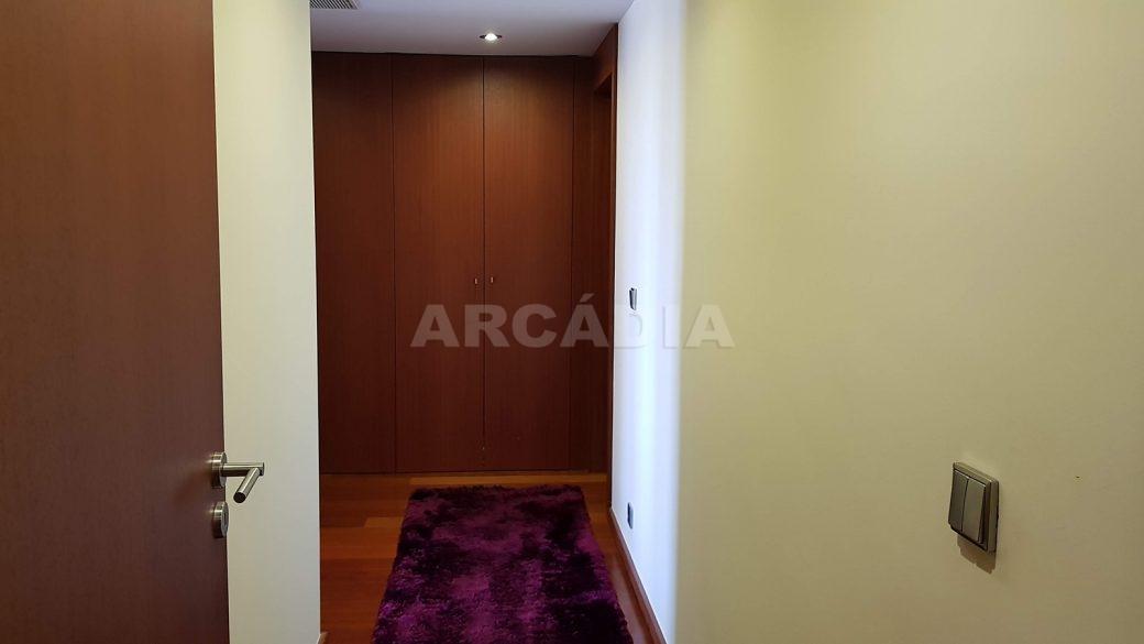 Apartamento-de-luxo-no-coracao-de-braga-suite-3-entrada
