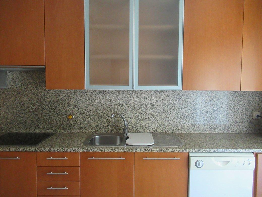 Arrendar-Como-novo-Proximo-do-Centro-da-Cidade-de-Braga-Cozinha-Banca