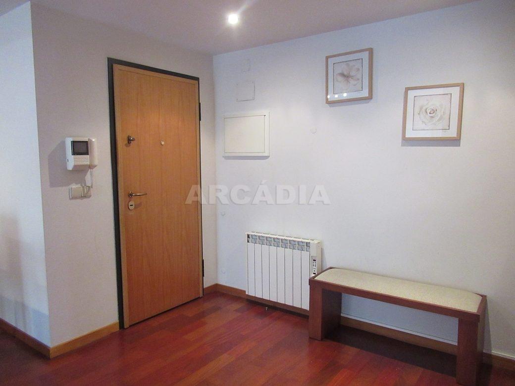 Arrendar-Como-novo-Proximo-do-Centro-da-Cidade-de-Braga-Hall-De-Entrada-1