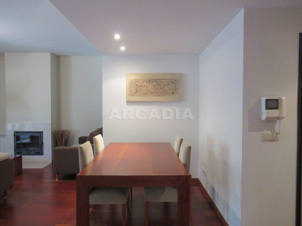 Arrendar-Como-novo-Proximo-do-Centro-da-Cidade-de-Braga-Sala-de-jantar