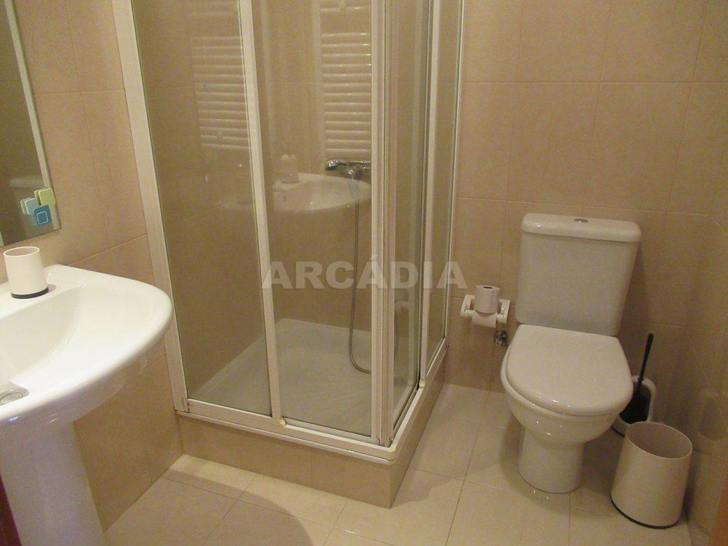 Arrendar-Como-novo-Proximo-do-Centro-da-Cidade-de-Braga-suite-WC