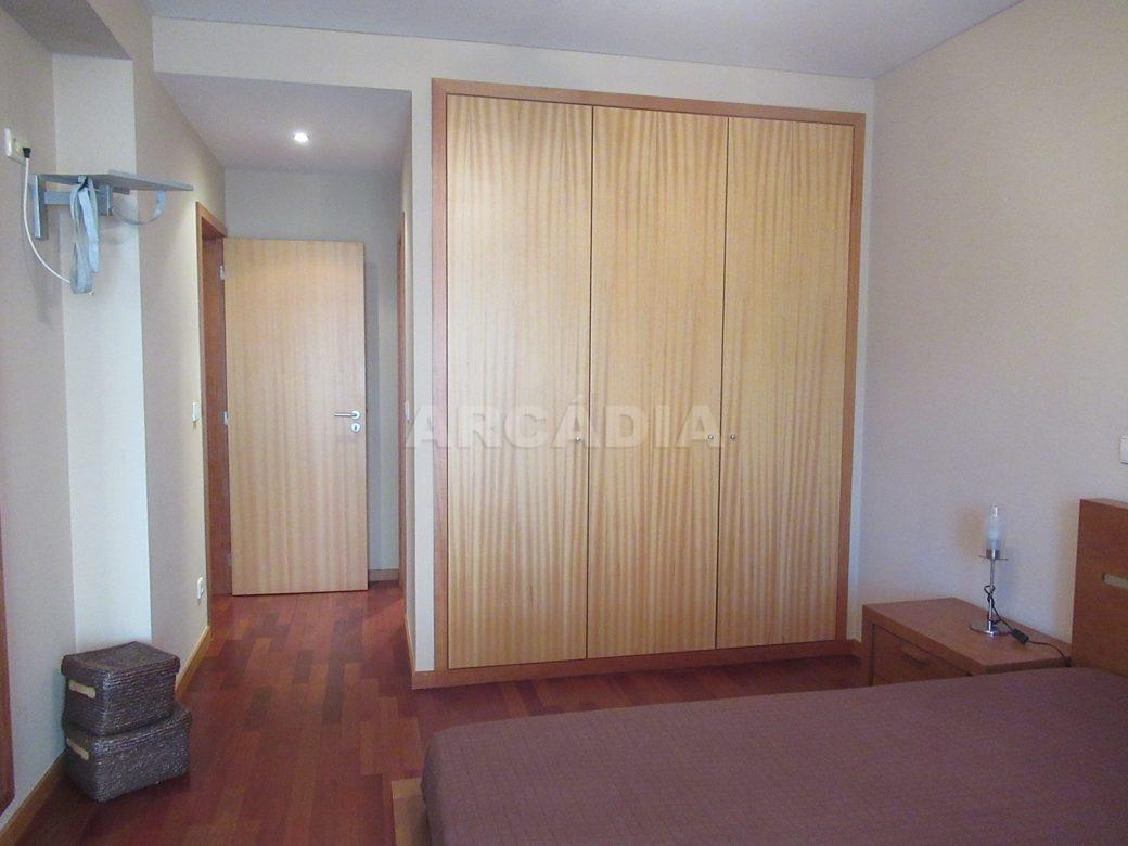 Arrendar-Como-novo-Proximo-do-Centro-da-Cidade-de-Braga-suite-armarios-embutidos