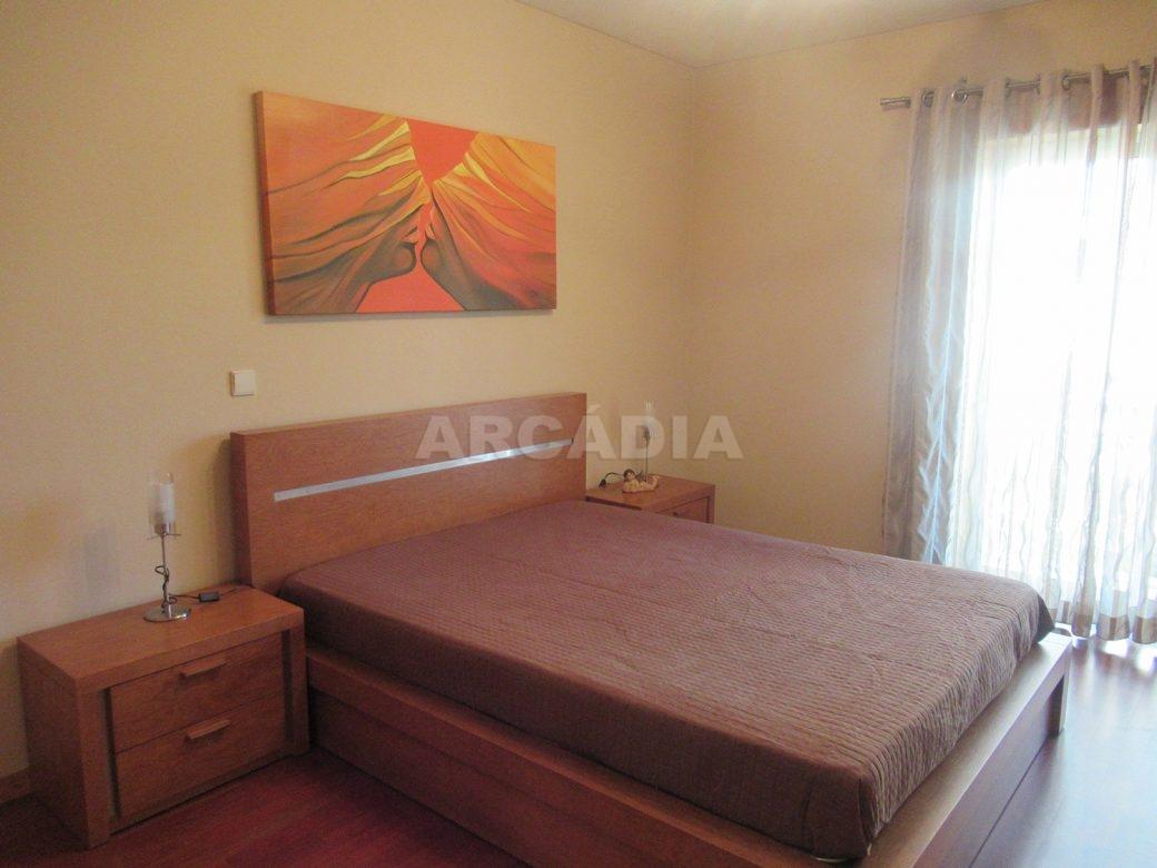 Arrendar-Como-novo-Proximo-do-Centro-da-Cidade-de-Braga-suite-cama
