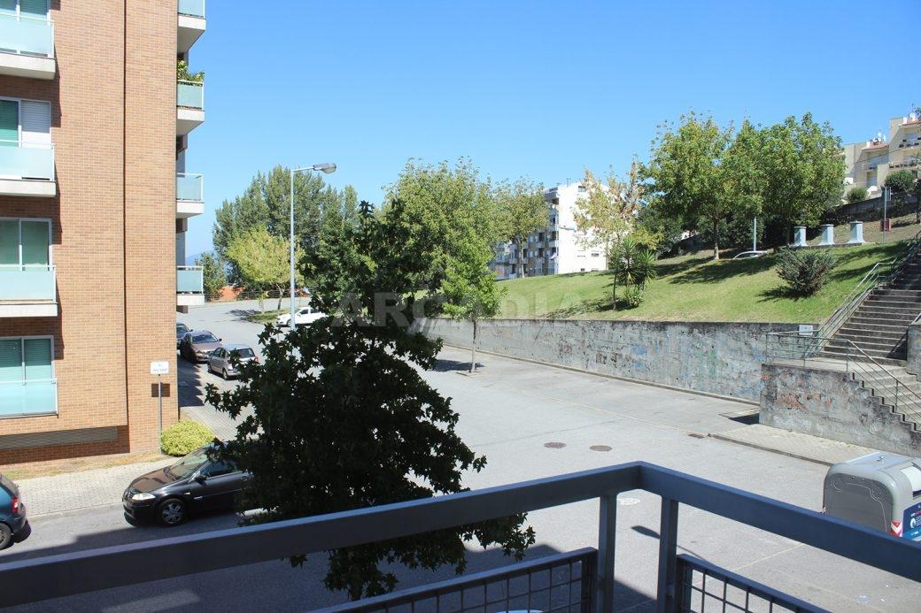Arrendar-Como-novo-Proximo-do-Centro-da-Cidade-de-Braga-vista-varanda