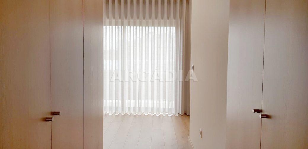 Moradia-V3-Merelim-Sao-Pedro-1andar-suite-closet-armarios-embutidos