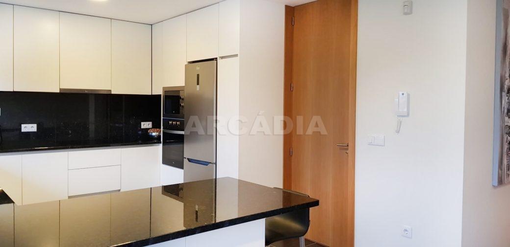 Moradia-V3-Merelim-Sao-Pedro-Rc-cozinha-balcao-